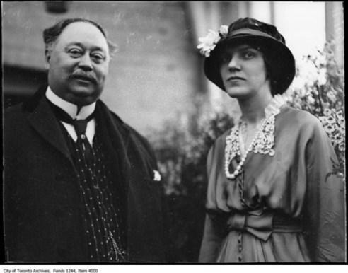 Sir Henry Pellat y su esposa Lady Mary Pellat.