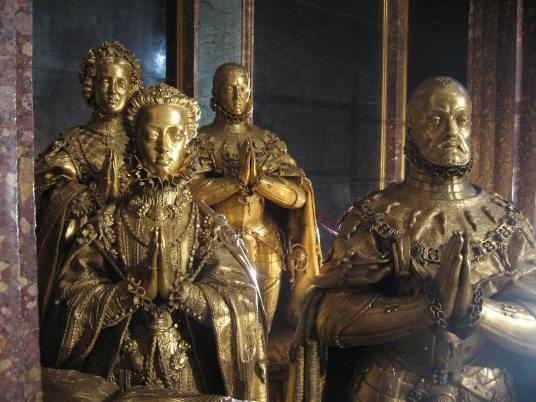 Pompeo y Leon Leoni. Grupo funerario de Felipe II