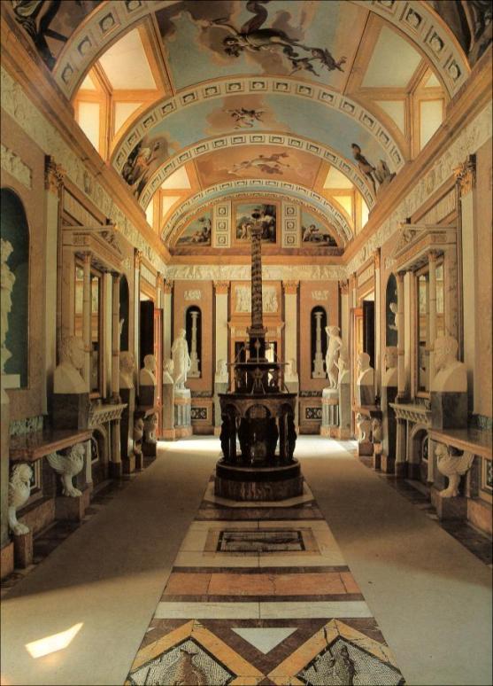 Vista de la Galería de Estatuas de la Real Casa del Labrador de Aranjuez.