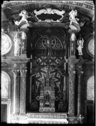 Cristo crucificado de PietroTacca en retablo de la Sagrada Forma. Sacristía de El Escorial. Foto: Archivo Ruiz-Vernacci (IPCE)