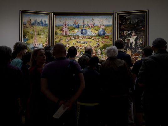 """Tráfico delante del """"Jardín de las Delicias"""" en la exposición de El Bosco del Museo Nacional del Prado."""