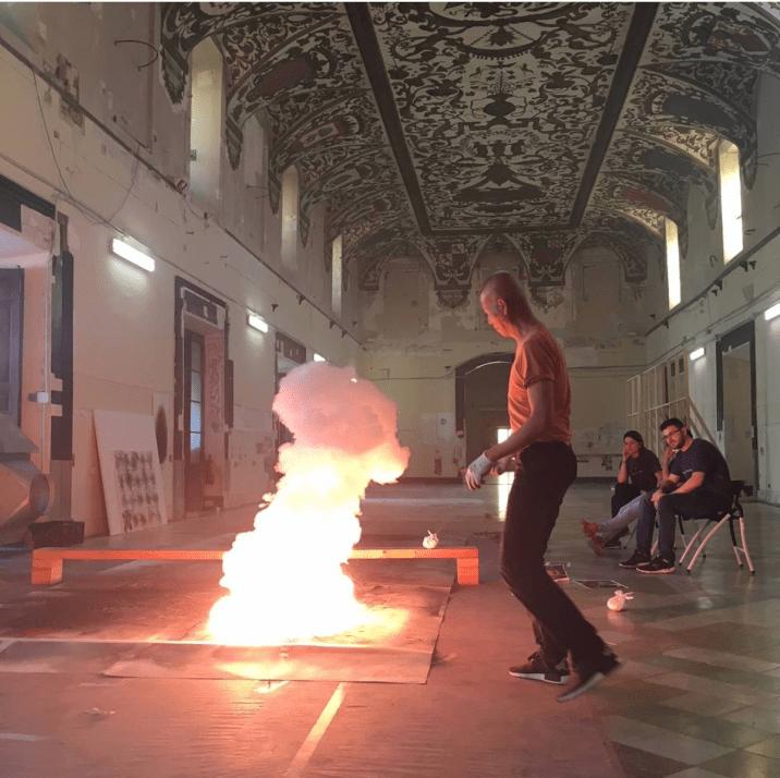 Caí Guo Quiang en acción. Foto: cuenta de Instagram del Museo del Prado.