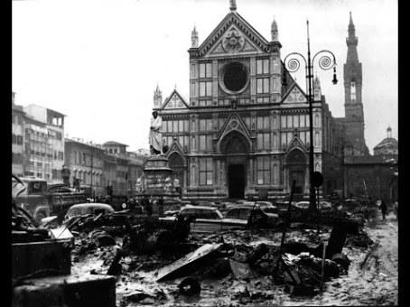 Plaza de Santa Croce una vez que el agua volvió a su cauce natural.