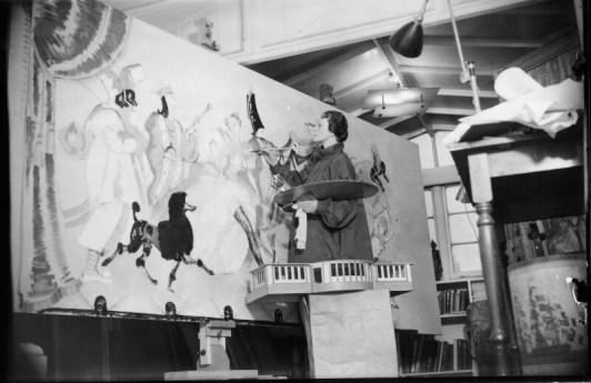 Harold Tomlin: Doris Zinkeisen trabajando en los paneles del Grill Room para el RMS Queen Mary, 1936. National Portrait Gallery, Londres.