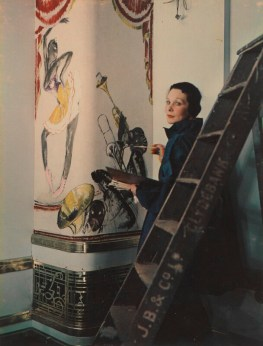 Madame Yevonde: Doris Zinkeisen pintando los murales pra el RMS Queen Mary, 1936. National Portrait Gallery, Londres.