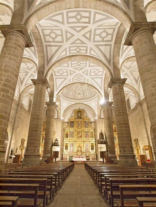 Interior de la iglesia de Santiago apóstol de Cebreros, Alonso de Covarrubias, Pedro de Tolosa (Cebreros.es).