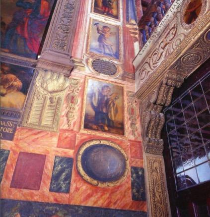 Imágnes de los ángeles sustentando símbolos de la pasión. Foto: Toajas, 1999.