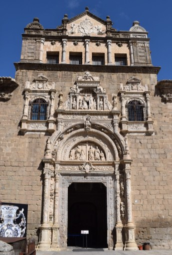 Alonso de Covarrubias. Detalle de la Portada del Hospital de Santa Cruz en Toledo. Foto: @cipripedia.