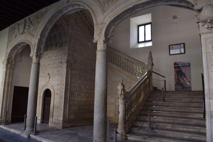 Alonso de Covarrubias. Escalera claustral en el patio del Hospital de Santa Cruz. Foto: @cipripedia.