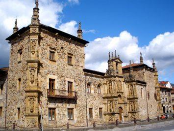 Fachada de la Universidad de Oñate, Guipúzcoa (por Zarateman vía Wikimedia).