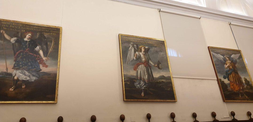 Coro del convento de la Encarnación de Madrid. Lienzos de Bartolomé Román con los arcángeles canónicos: San Miguel, Gabriel y Rafael. Foto: @cipripedia.