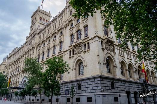 Vista del Cuartel General de la Armada (antes Ministerio de Marina) en la calle de Montalbán de Madrid. Fuente: madrida360.es