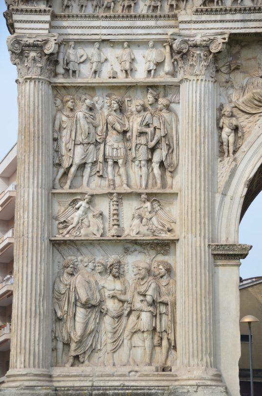 Relieves del Arco de la fachada que daba al campo, lado izquierdo.