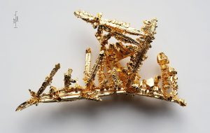 Synthetic made gold crystals by the chemical transport reaction in chlorine gas. Purity >99.99% - Pyramiding