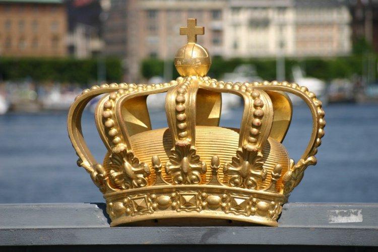 Crown, Sweden, Stockholm, Skeppsholmsbron - Global Growth