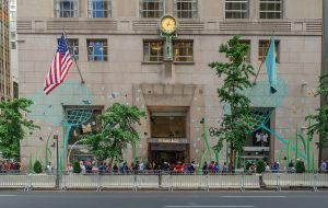 1920px-Tiffany_and_Co_Flagship_48064047593