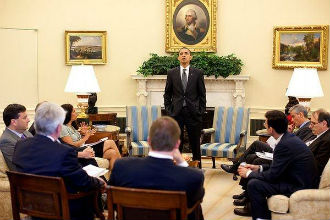 Pete Souza / White House (Obama addresses his staff)
