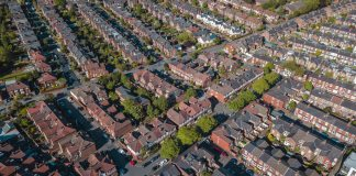 House prices fall 0.5% in August