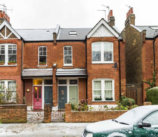 Annual house price growth falls slows to 0.3%