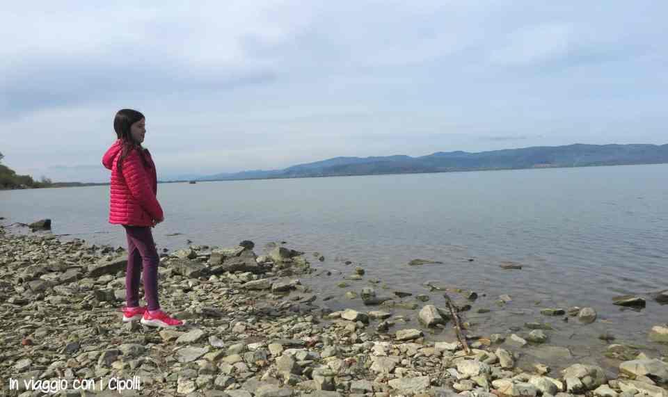 lago trasimeno con bambini