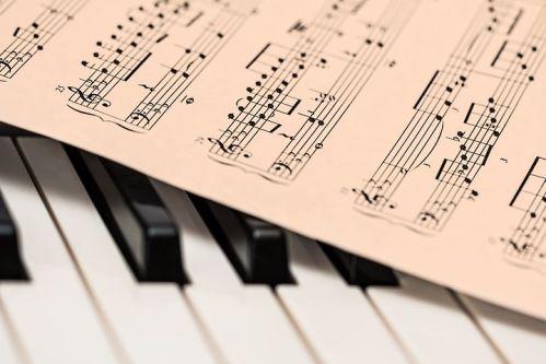 scrivo ascoltando la musica