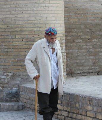 Viaggio in Uzbekistan, anziano per le vie di Khiva