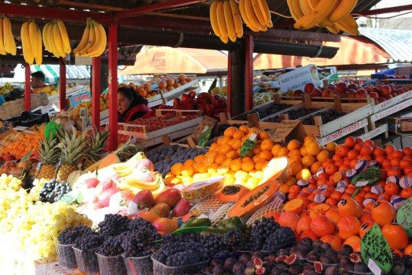 Mercato della frutta e verdura in piazza Valentin Vodnik (Lubiana, Slovenia)