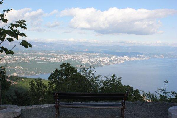 Viaggio a Opatija, panorama su Rijeka e sul golfo del Quarnaro da Veprinac (Croazia)