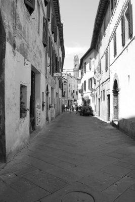 Viaggio in Toscana, a passeggio per i vicoli di Montalcino (Italia)