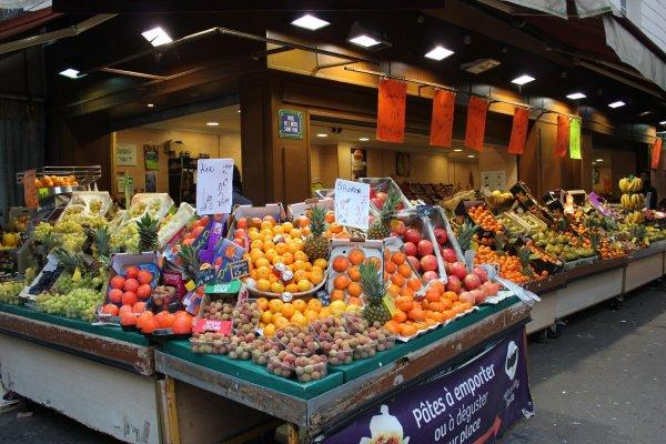 Viaggio a Parigi, negozio di frutta nel Marais (Francia)