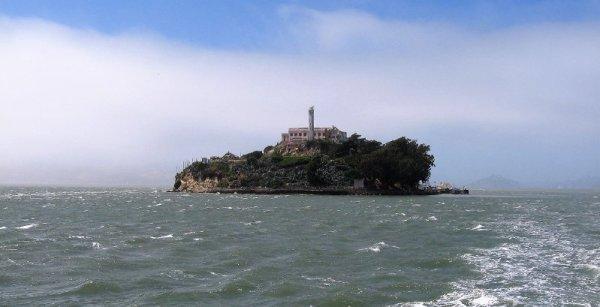 L'isola di Alcatraz vista dal mare a San Francisco