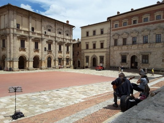 La piazza Grande di Montepulciano in Toscana