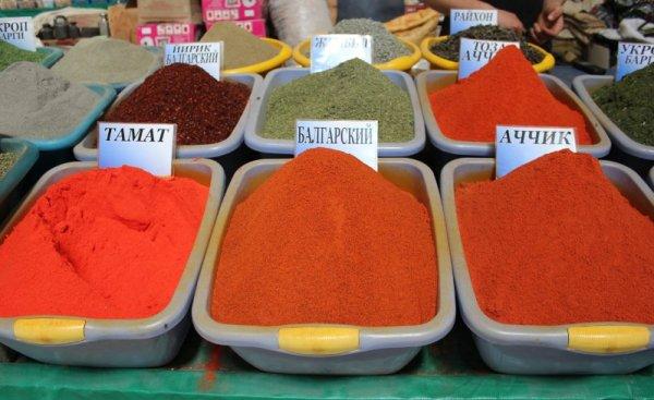 Spezie colorate bazar Chorzu Tashkent