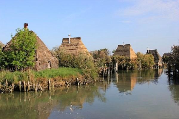 Villaggio casoni pescatori fiume Stella