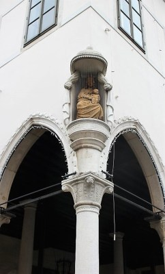 Statua Madonna con il Bambino Capodistria