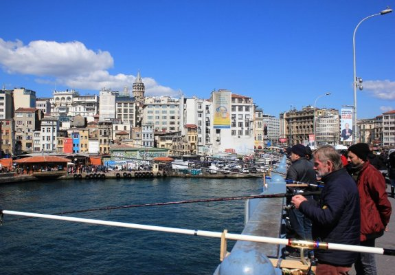Pescatori ponte di Galata Istanbul