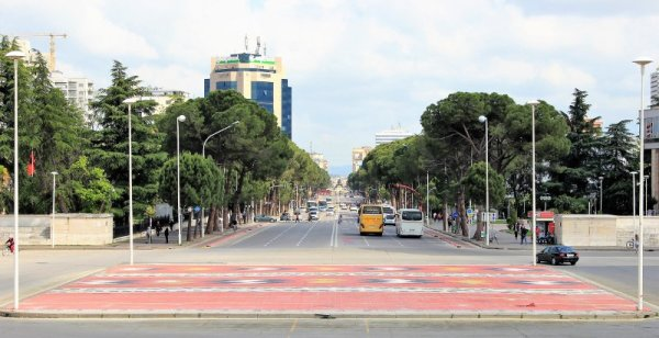 Veduta del Bulevardi Dëshmorët e Kombit Tirana