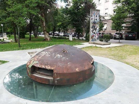Bunker e Muro di Berlino a Tirana