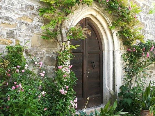 Porta ingresso chiesa Santi Pietro e Paolo Centa