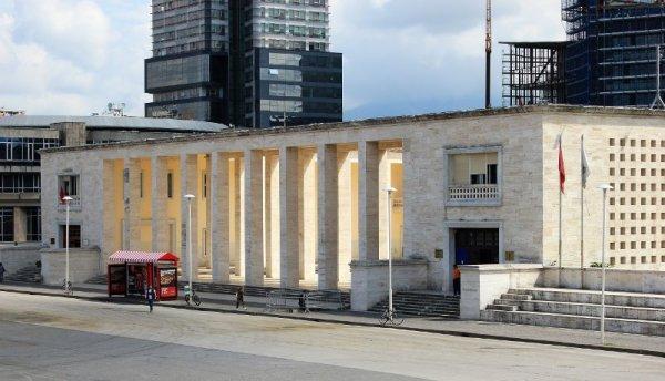 Museo Archeologico e Rettorato a Tirana