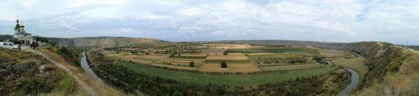 Panorama vallata fiume Raut a Orheiul Vechi Moldova