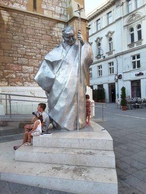 Statua di Papa Giovanni Paolo II Cattedrale Cattolica a Sarajevo