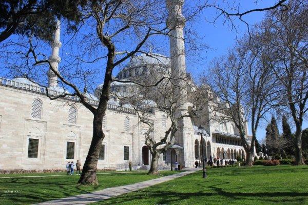 Cortile esterno della Süleymaniye Camii Istanbul