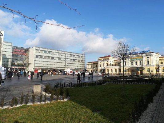 Nuova e vecchia stazione treni Cracovia