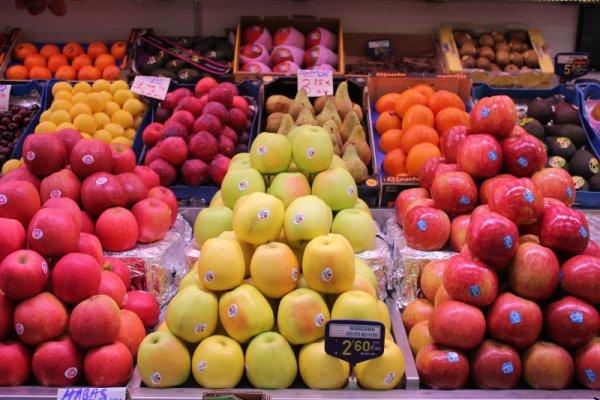 Bancarella di frutta nel Mercado Central di Valencia