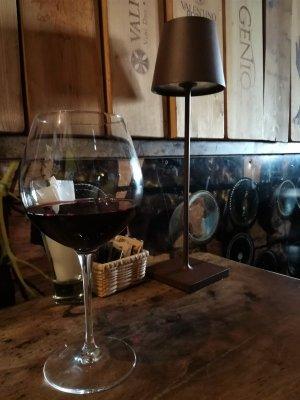 Bicchiere di merlot alla osteria Ai Barnabiti di Udine