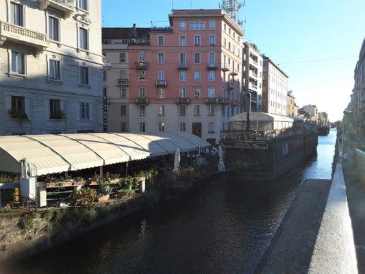 Il Naviglio Pavese con i barconi a Milano
