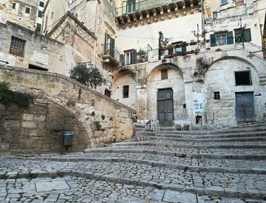 Un vicolo del centro storico di Matera