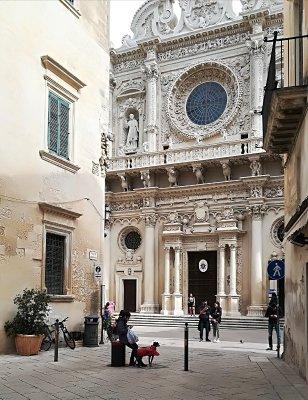 L'ingresso della Basilica di Santa Croce a Lecce