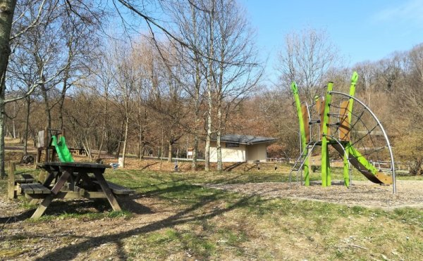 Area giochi per bambini nel Bosco di Plessiva